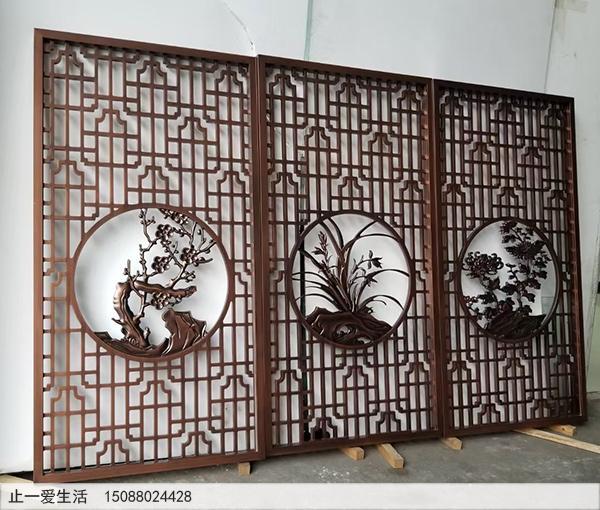 玄关柜上的古典中式不锈钢屏风隔断生产厂家实拍图