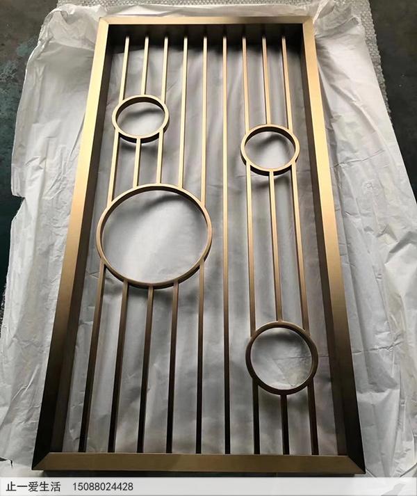 玄关柜上的现代不锈钢屏风隔断生产厂家实拍图